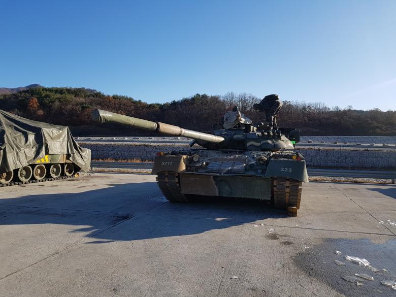 美韩举行联合演习M1A2坦克PK俄制T80U主战坦克