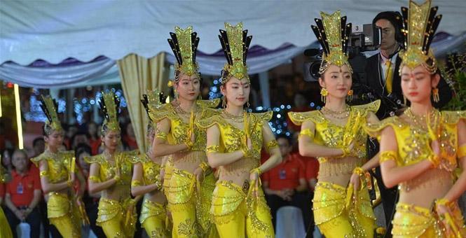 """泰国举行""""欢乐春节""""活动"""