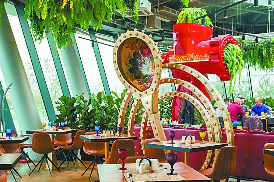 """在莫斯科网红餐厅""""吃遍俄罗斯"""""""