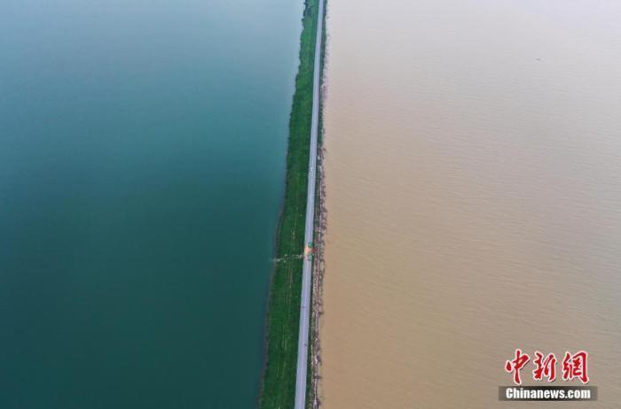 江西鄱阳湖水位超警戒0.09米 20条圩堤仍有房屋受淹(图)