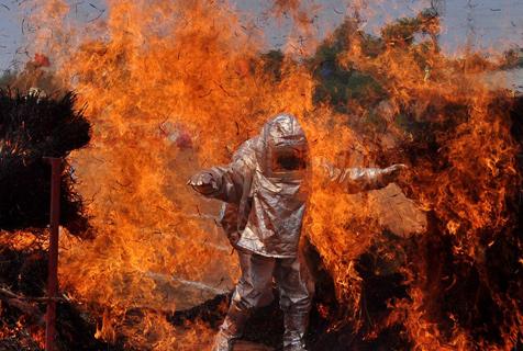 消防日致敬烈火英雄!看无所不能消防员的铁血柔情