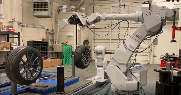 机器人轮胎更换系统问世更换速度远超人类员工 引起了业界的兴趣