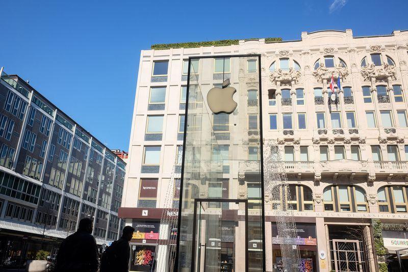 """苹果关闭意大利17家零售店 将""""密切关注情况"""""""