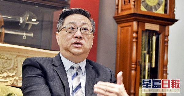 """驳斥移居国外传言,港警前""""一哥""""卢伟聪:我热爱香港、热爱祖国,一直在香港生活"""