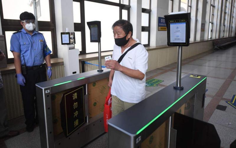 疫情期间 北京所有火车站实现无接触检票进站!