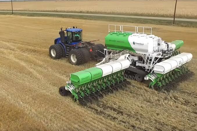 中国首款自研无人驾驶播种机问世 将于今年正式应用于小麦播种作业生产