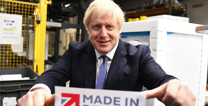 """英国首相约翰逊到访一电器制造商 卖力宣传""""英国制造"""""""