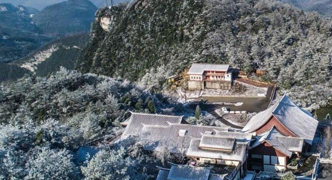 重庆高海拔地区飘雪 武陵山大裂谷银装素裹