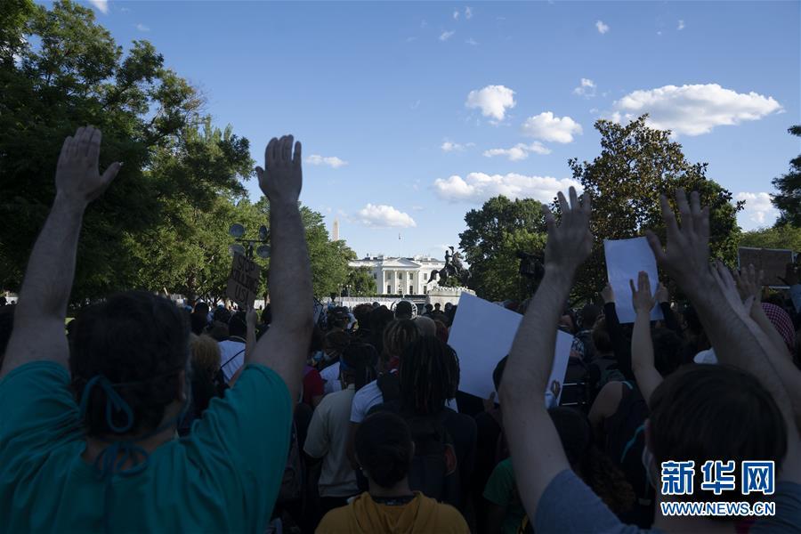 华盛顿民众抗议警察暴力执法