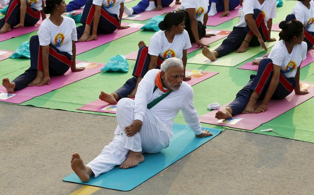 皇冠体育app:印度疫情严重 莫迪力推瑜伽:预防新冠肺炎还解压