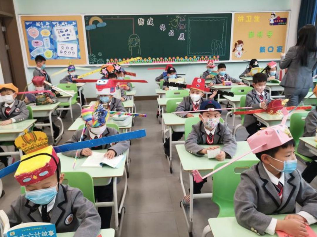 """""""神兽""""开学除了要戴口罩外还要戴什么?杭州养正小学给出的答案是""""一米帽"""""""