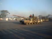 泰國閱兵彩排?中國VT4坦克和美制斯崔克戰車同場受閱