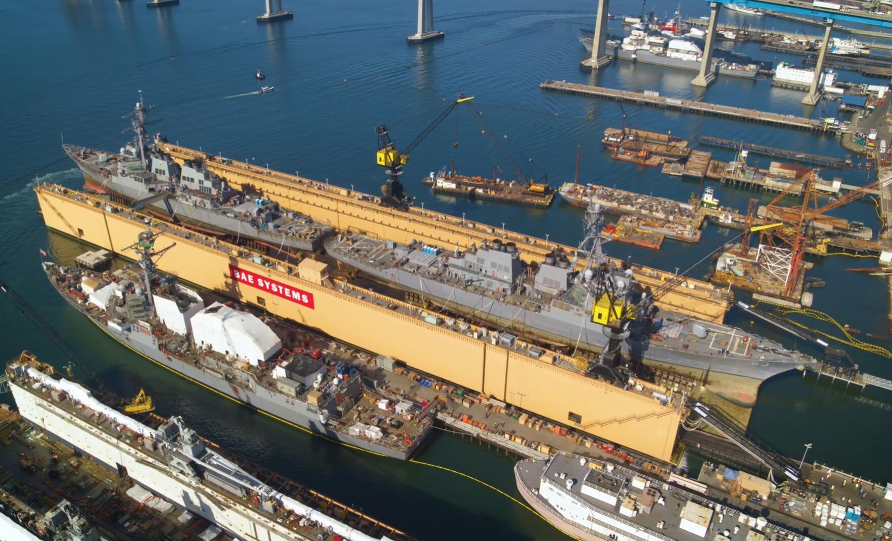 """美国船厂炫耀""""一坞双舰""""维护能力用的却是中国造船坞"""