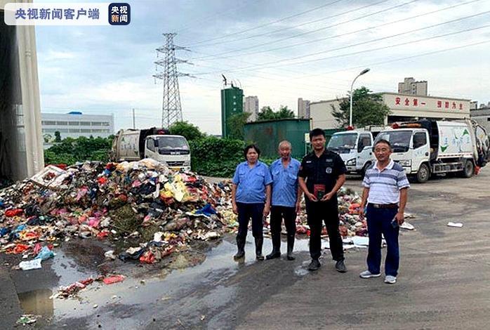 翻八吨垃圾帮找录取通知书的四名环卫工获奖励一万元!