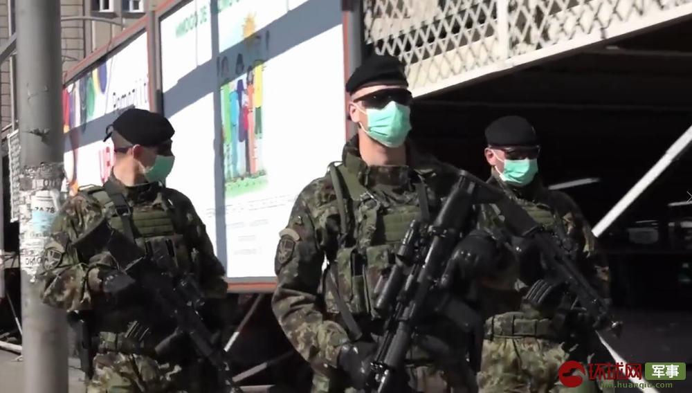 为应对疫情塞尔维亚精锐特种部队上街巡逻