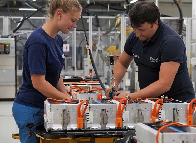 宝马扩大电驱动系统及动力电池生产规模