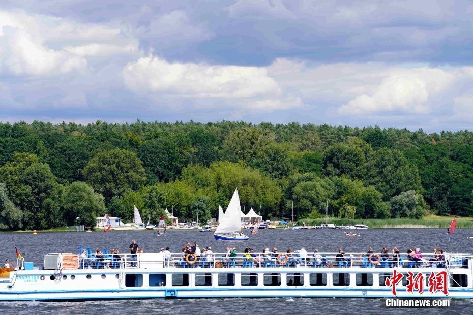 游人重返德国柏林万湖