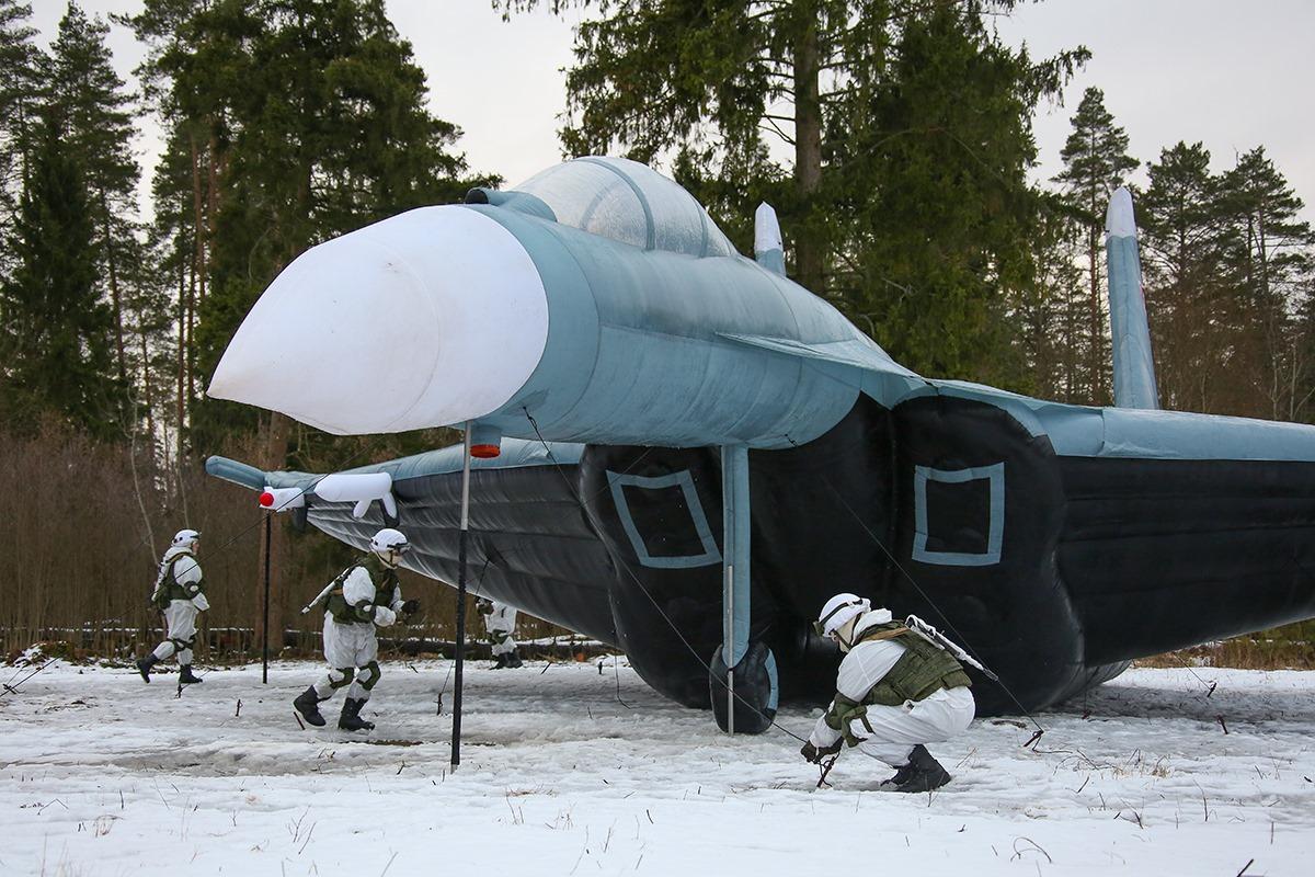 """看俄军工程兵如何""""吹""""出坦克和战斗机"""