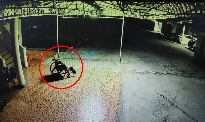 监控拍下泰国医院一轮椅在夜间自己滚动,工作人员:可能是风吹的