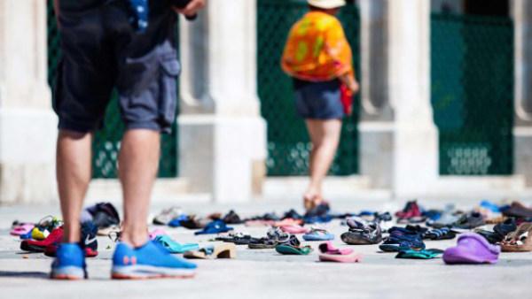 荷兰艺术家广场上呼吁废物循环利用