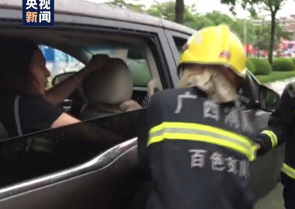 广西北部出现暴雨到特大暴雨 致百色城区内涝 多车泡水多人被困