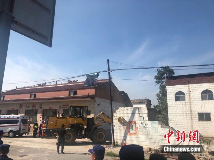 山西襄汾聚仙饭店坍塌 村民:二层彩钢房系后期加盖