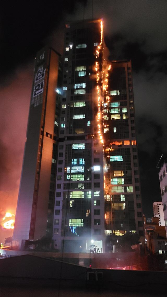 33层高楼烧成火柱!韩国深夜突发大火88人送医 第5张