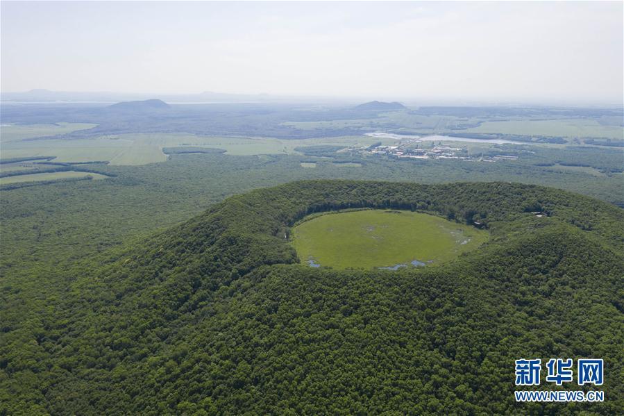 """火山之巅的""""碧玉""""——南格拉球山天池"""