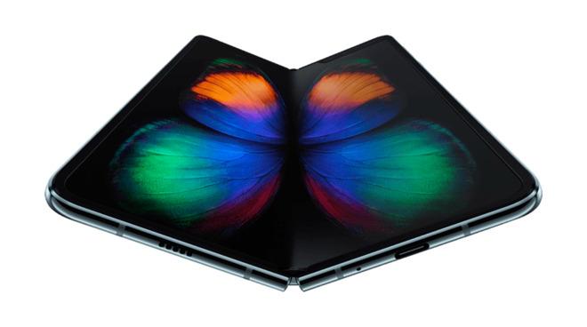 苹果公司正在研发弯曲半径更大的折叠式iPhone显示屏