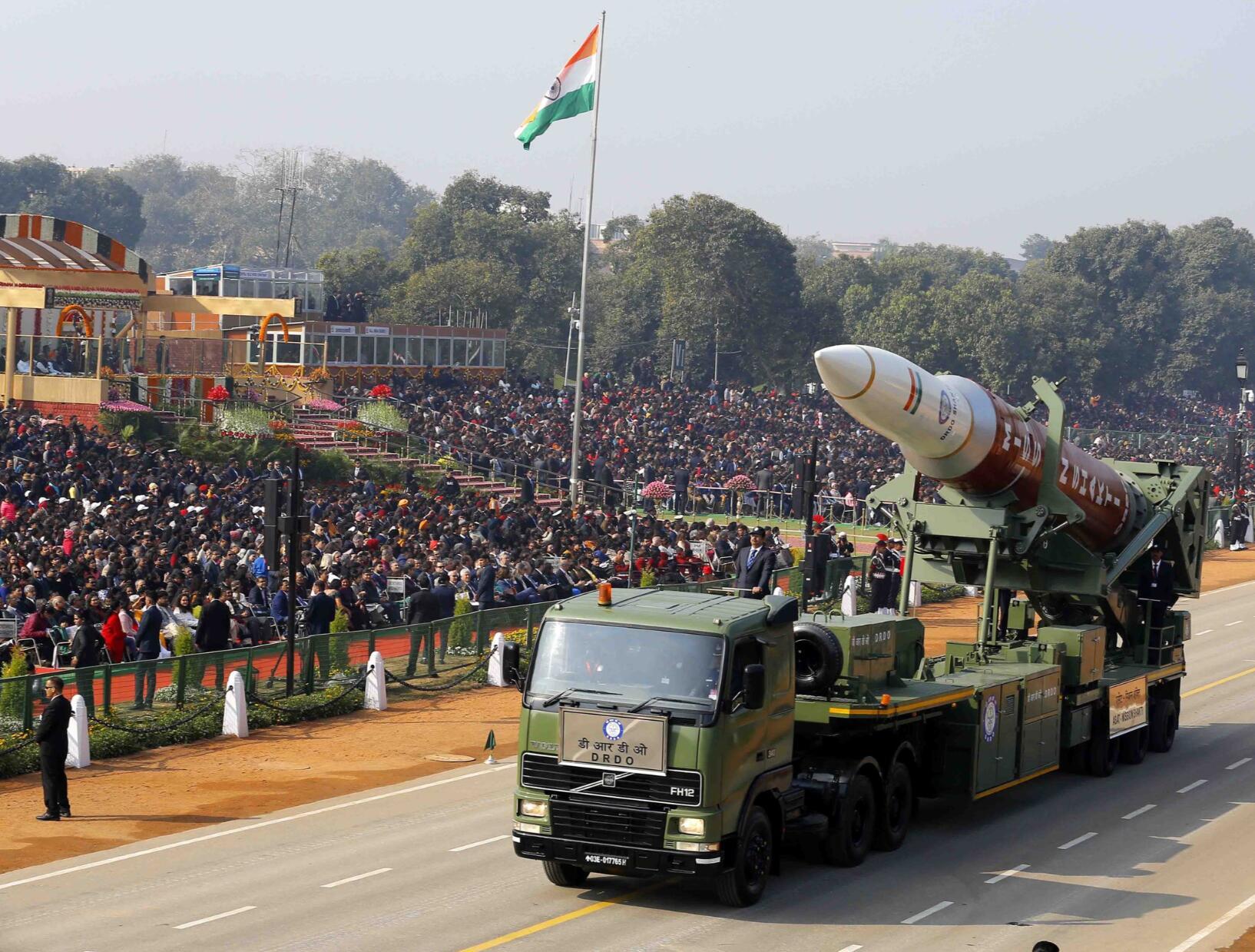 印度大阅兵亮出多款新武器硕大反卫星拦截弹抢眼