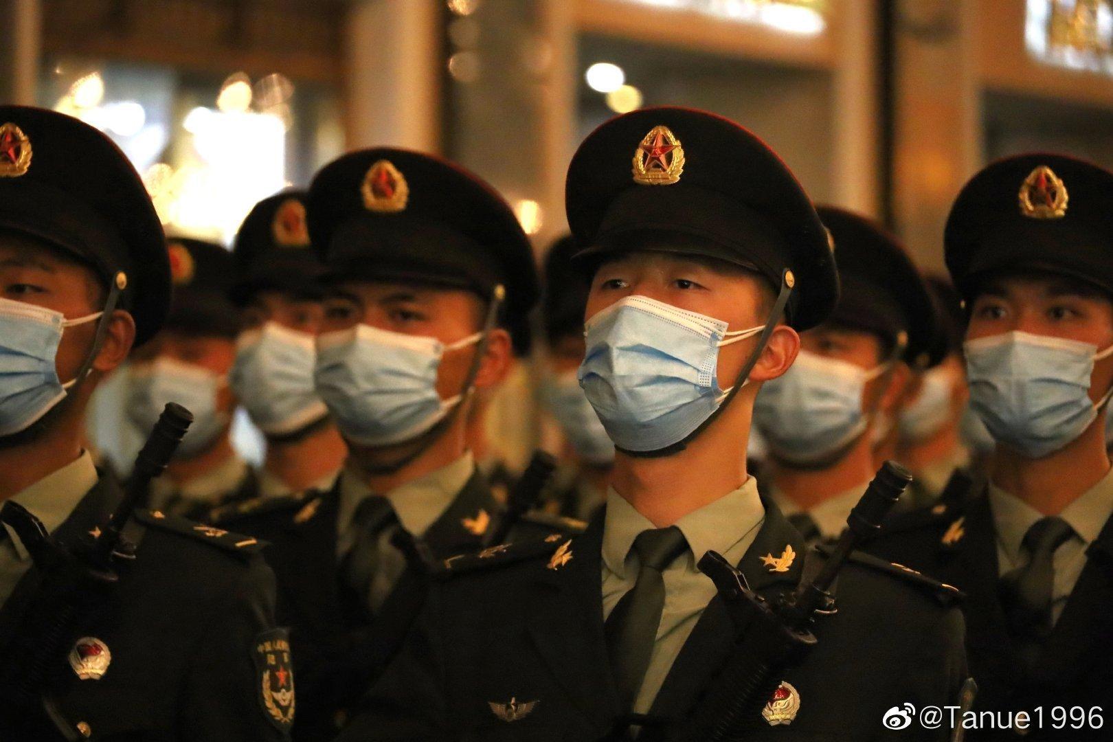 韩国89岁前总统全斗焕出庭受审 家门口警察堵成人墙