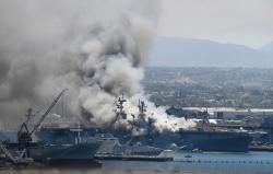 美国两栖攻击舰已连续燃烧超12小时起火点曝光