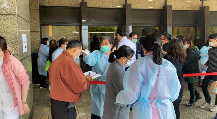 岛内疫情持续蔓延 今起全面禁止医院和机构探病