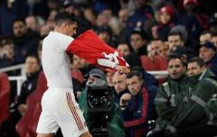 """扎卡拒向阿森纳球迷道歉 头像换成""""瑞士队长"""""""