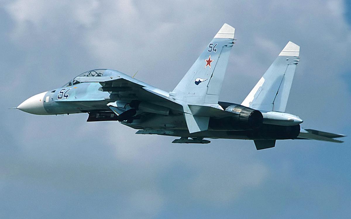俄罗斯战机在波罗的海上空拦截美国轰炸机