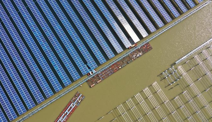 浙江宁波:航拍太阳能光伏发电项目