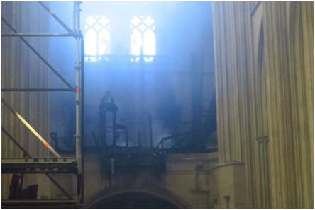 欧博allbet网址:法国南特一大教堂火灾后被毁照片曝光,警方睁开纵火案观察 第4张