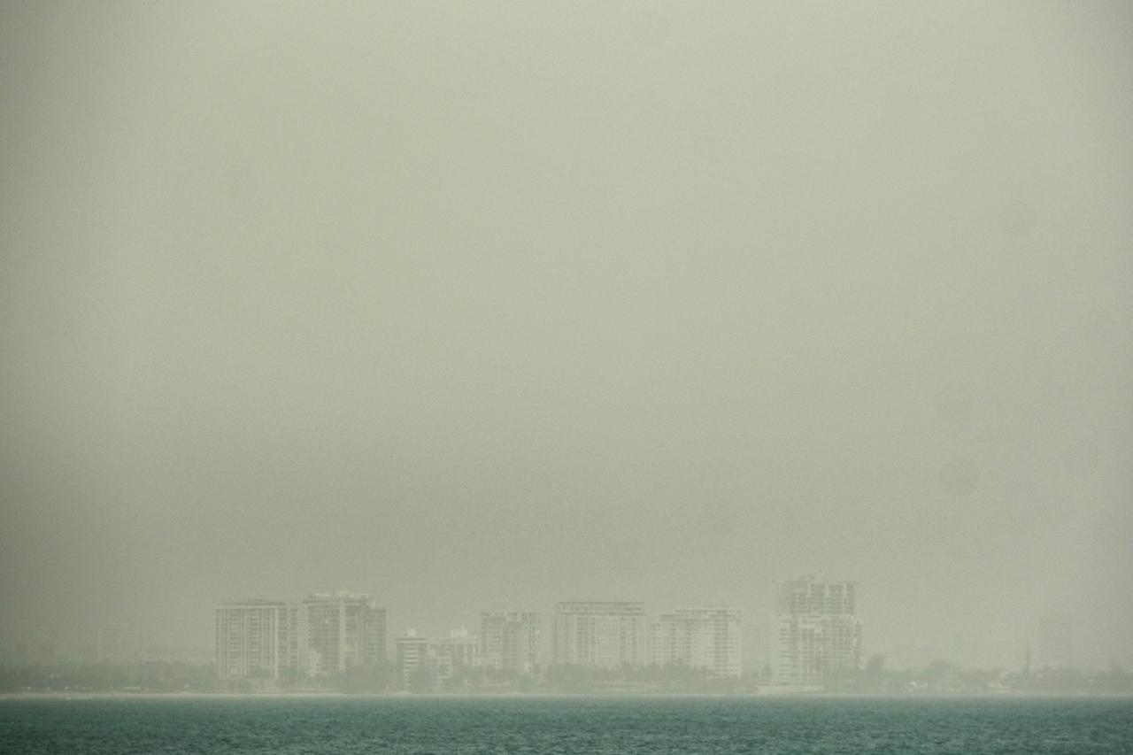 平心在线官网:撒哈拉沙尘越过大西洋飘至加勒比区域 多国遭遇沙尘和雾霾 第1张