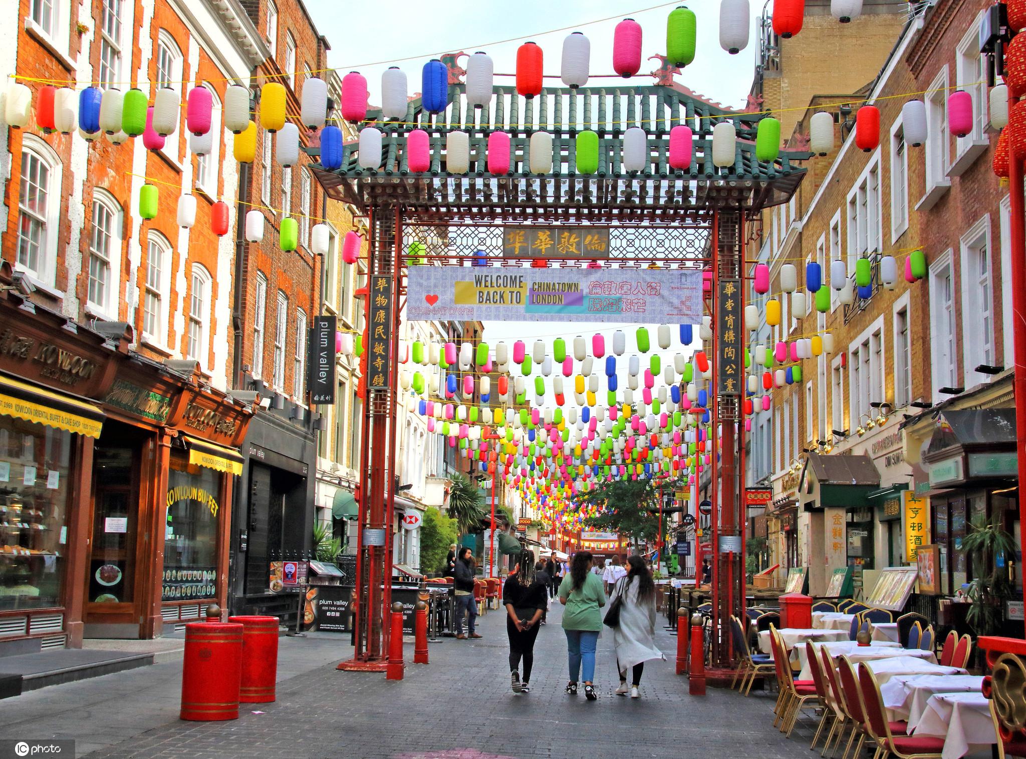 关注 | 点亮心情 伦敦唐人街高挂彩虹灯笼换新颜