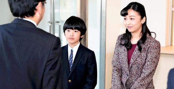 """日本悠仁小王子首次出席皇室公务""""最美公主""""姐姐全程陪同"""