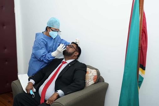 欧博在线官网:圭亚那总统及内阁成员接受新冠病毒检测