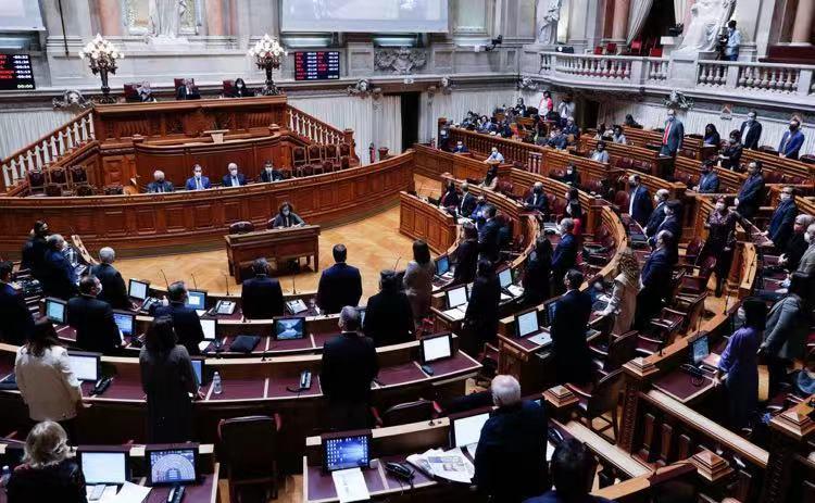 《【杏鑫娱乐登陆官方】葡萄牙议会批准延长国家紧急状态15天 将宣布新防疫措施》