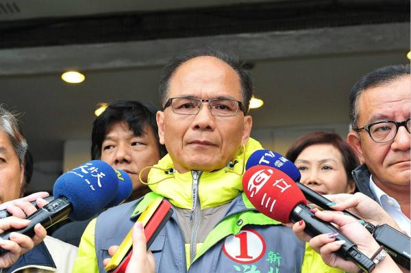 """游锡堃见美国官员鼓噪""""承认台湾""""岛内网友讽刺:还在做梦!"""