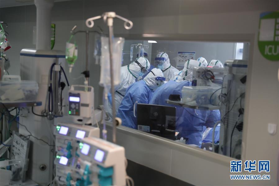 武汉:多地医生联手抢救危重新冠肺炎患者
