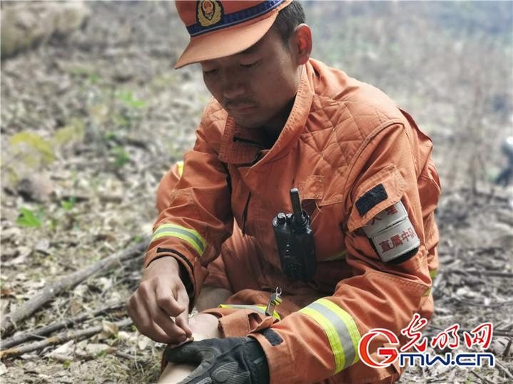 """云南迪庆:火场上奋战120个小时""""烈火英雄""""争做人民的""""守夜人"""""""