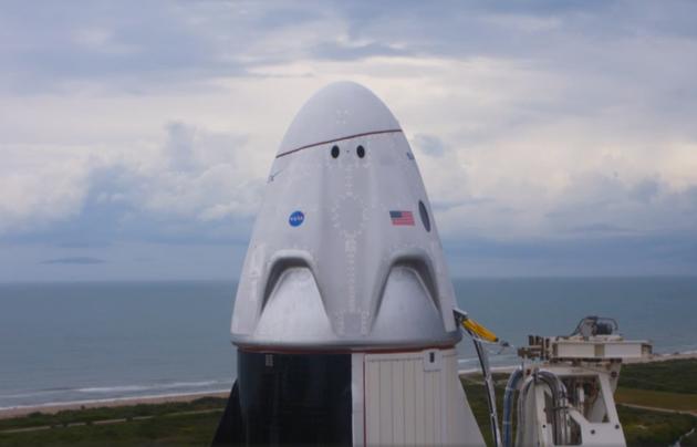 SpaceX首次载人飞行因天气延后特朗普现场观看败兴而归