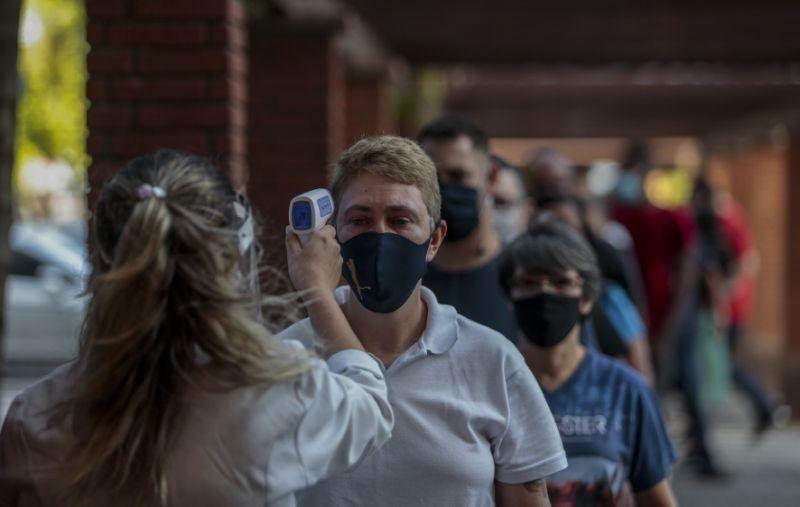 ug环球客户端下载:新冠肺炎确诊数破百万巴西面临重重挑战 第4张