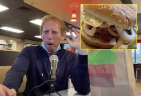 距离杀手!美博主尝试三倍洋葱汉堡:让人口气刺鼻远离彼此