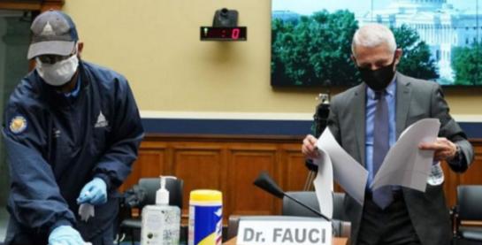 """特朗普老抱怨美国核酸检测""""做太多"""",中国亮了亮自己的数据"""