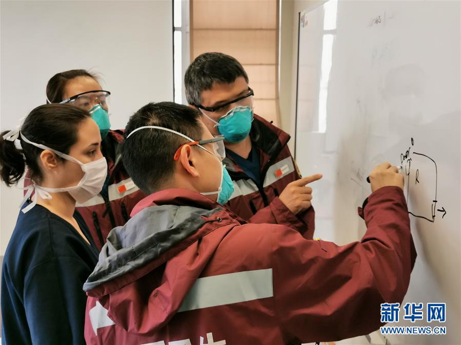 中国抗疫医疗专家组查看秘鲁抗疫一线医院